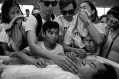 World renowned photo documentarian James Nachtwey captures very dark images from Manila as he zooms in on the country's drug war. (PHOTO: TIME)